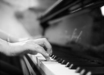 Klavierunterricht bei Ihnen zu Hause 6 Monate 30 Min.